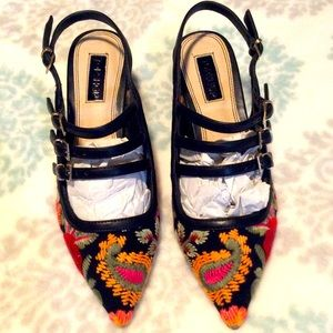 NIB Topshop embroidered shoes.